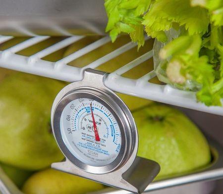 Измерение температуры в холодильнике