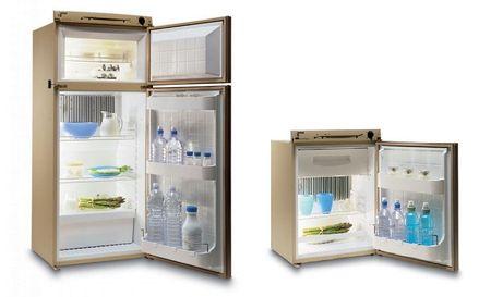 Две модели холодильника
