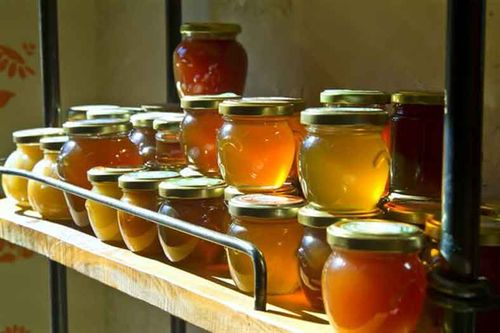 Баночки с медом на хранении