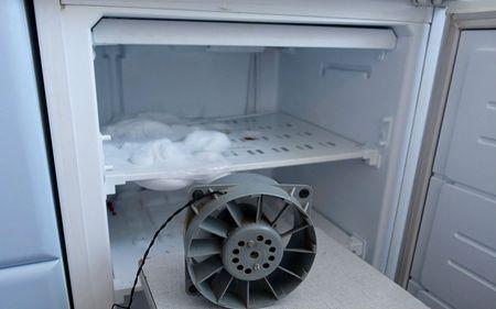 Как убрать лед на задней стенке холодильника