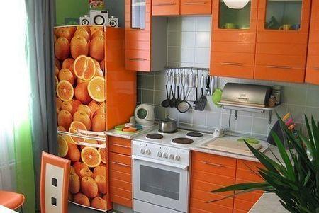 Выбираем и приклеиваем виниловые наклейки на холодильник