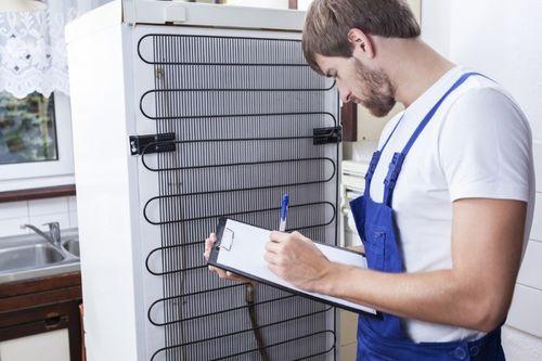 Причины, почему холодильник работает, но не морозит