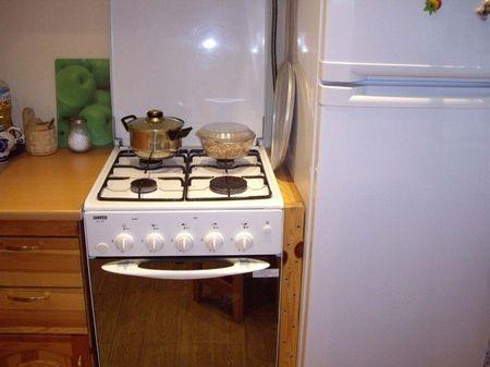 Соседства холодильника и газовой плиты