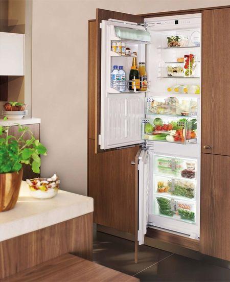 Встроенный холодильник в дизайне интерьера кухни