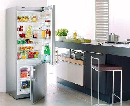 Открытый холодильник