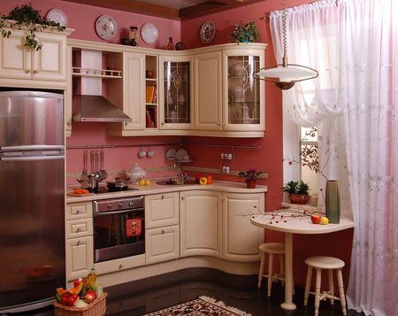 Узкий холодильник на небольшой кухне