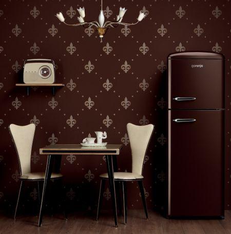 Коричневый холодильник в интерьере