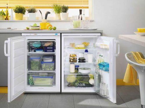 Маленький двойной холодильник