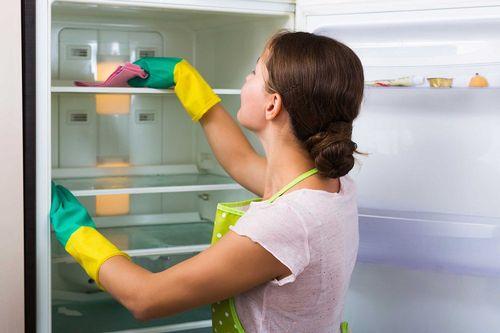 Почему в морозилке холодильника намерзает лёд