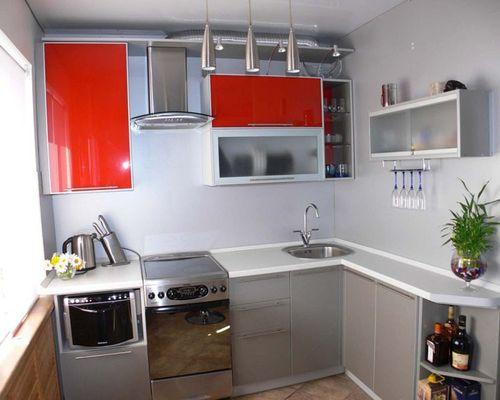 Кухонный гарнитур с прозрачными фасадами