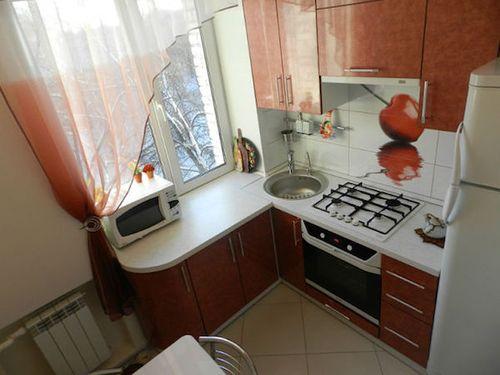 Кухонный гарнитур в малогабаритной кухне