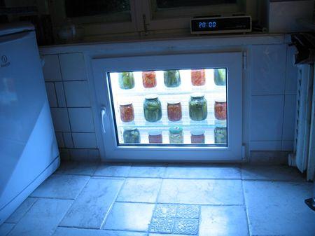 Отделка холодильника под окном в хрущевке