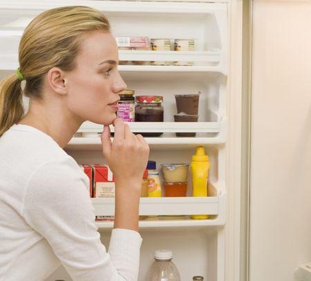 Холодильник щелкает