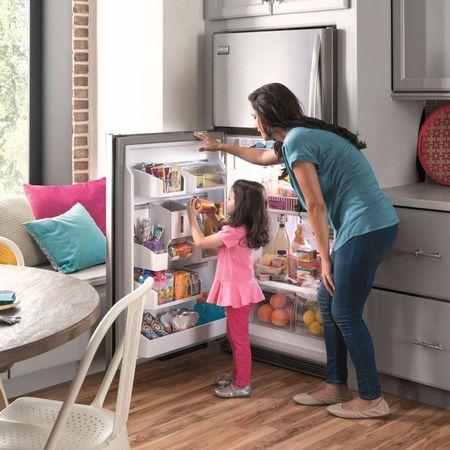 Изучение содержимого холодильника