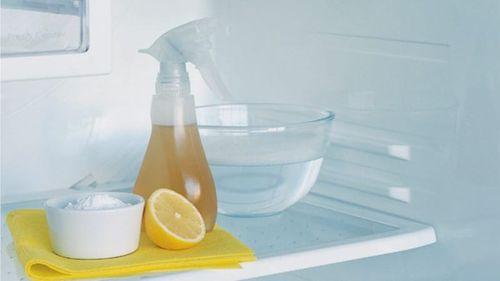 Уксус и сок лимона в холодильнике