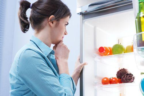 Обзор способов избавления от неприятного запаха в холодильнике
