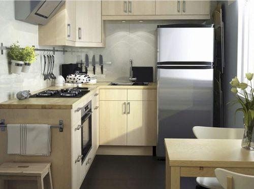 Холодильник в мебельном фасаде