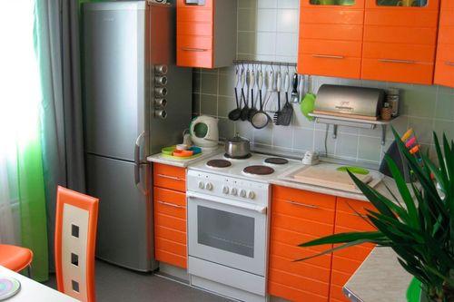 Варианты расположения холодильника в небольшой кухне