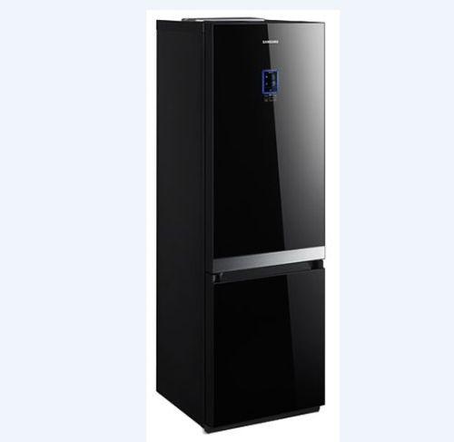 Черный зеркальный холодильник