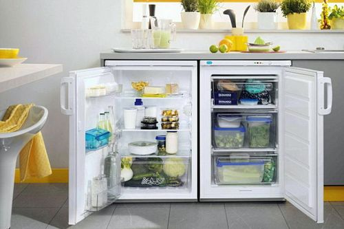 Маленький встроенный холодильник