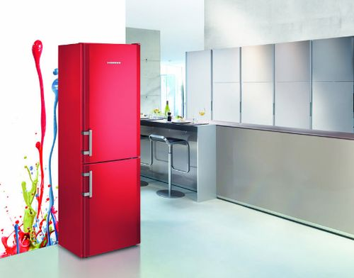 Красный холодильник Атлант