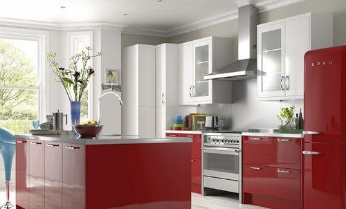 Красный холодильник Атлант в интерьере