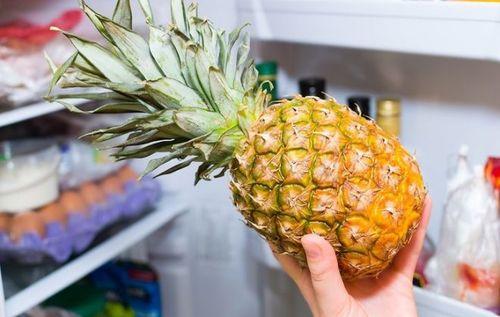 Ананас в холодильнике