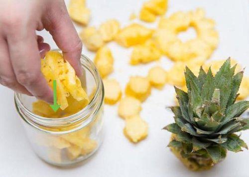 Нарезанный ананас в банке